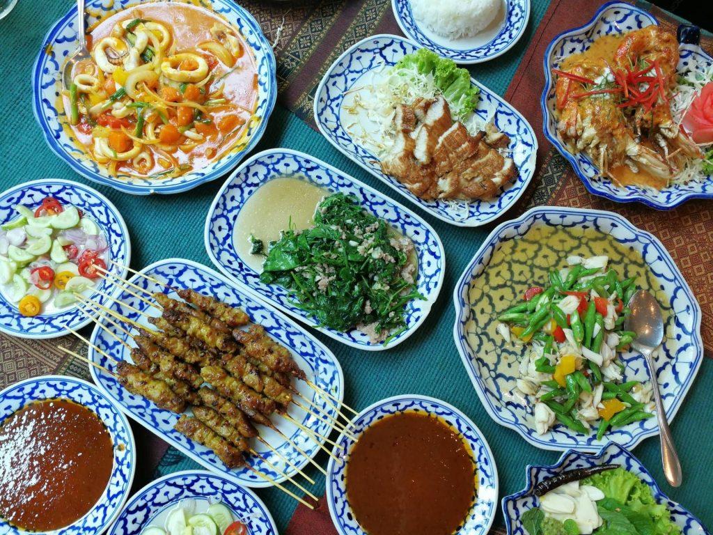 10 ร้านอาหารอร่อยเด็ดน่าไป ในกรุงเทพฯ